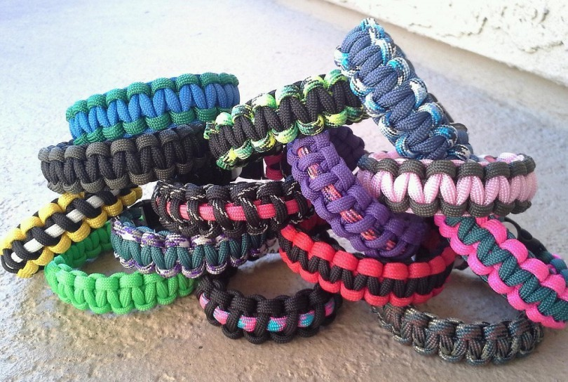 Paracord bracelet uses best practical ways to use survival strap
