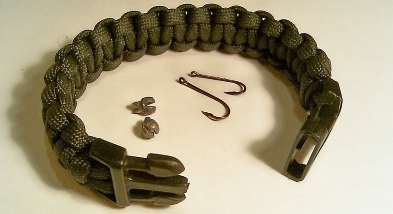 paracord with buckle