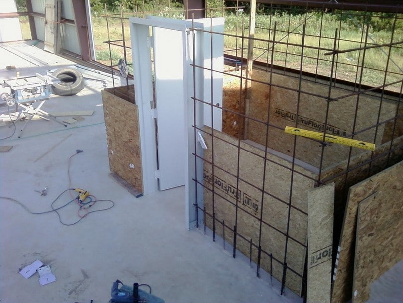 Tornado safe room how to build your own or choose for Vault room construction