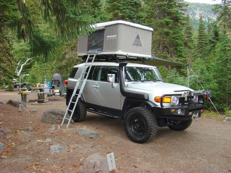 Car roof tent easy access