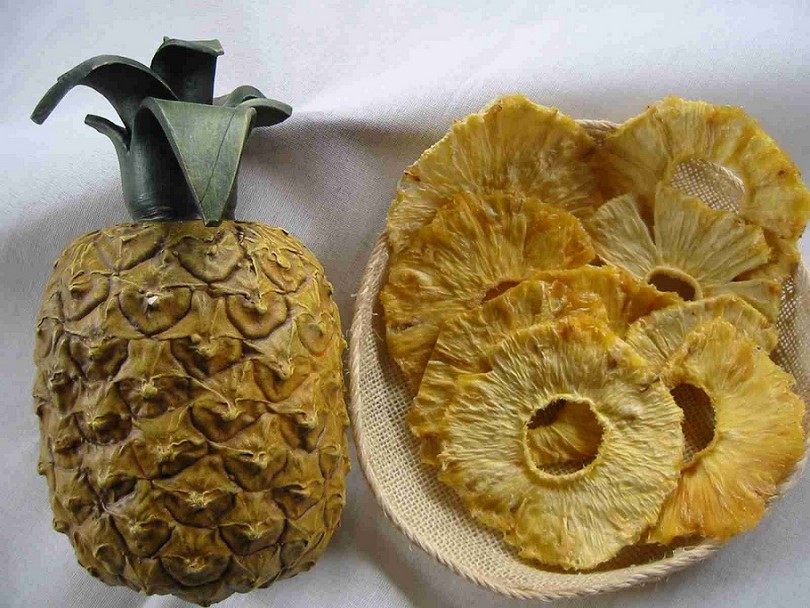 Dehydrating pineapples