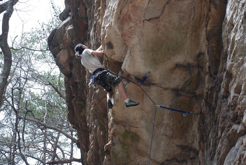 3 points contact climbing