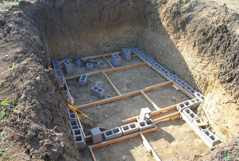 Concrete bricks for underground shelter