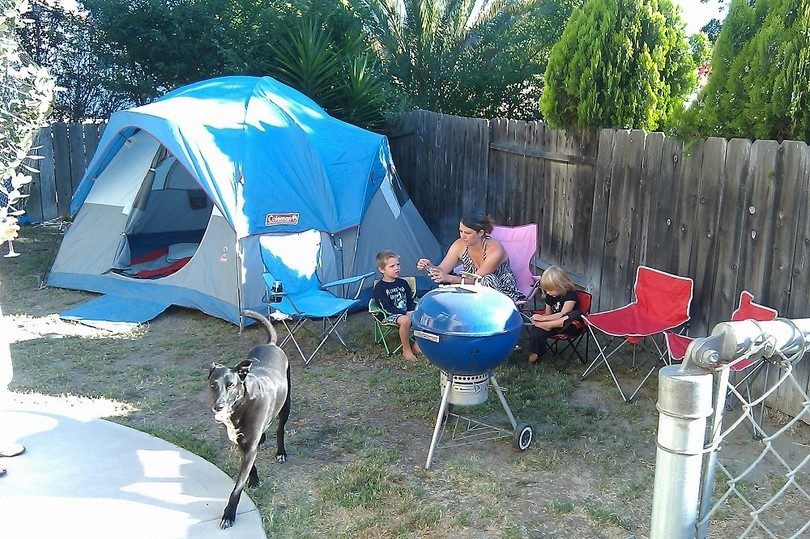 Sleeping In Tent In Backyard : Camping with Kids Every Parent?s Guide