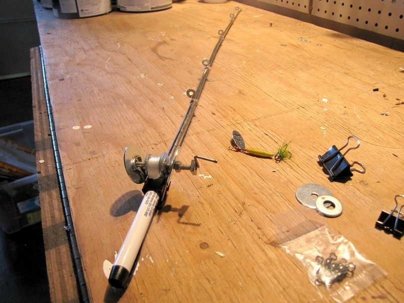 Diy fishing pole diy do it your self for Survival fishing games