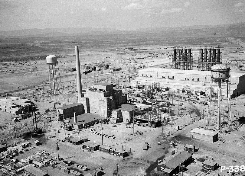 Hanford_B-Reactor_Area_1944 of The Manhattan project