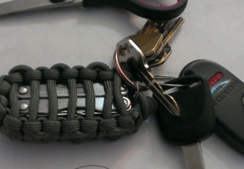 Paracord keychain multitool pouch
