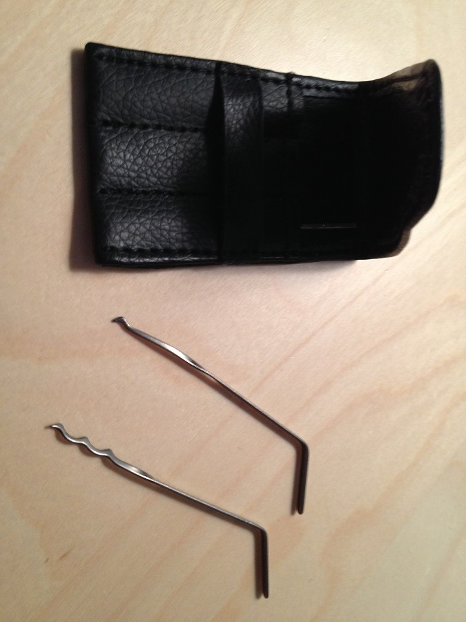 Rubber band and tool