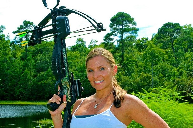 http://survival-mastery.com/wp-content/uploads/2015/07/Woman-and-lightweight-crossbow.jpg