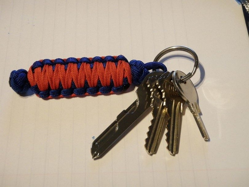 Paracord keychain using the Cobra Weave