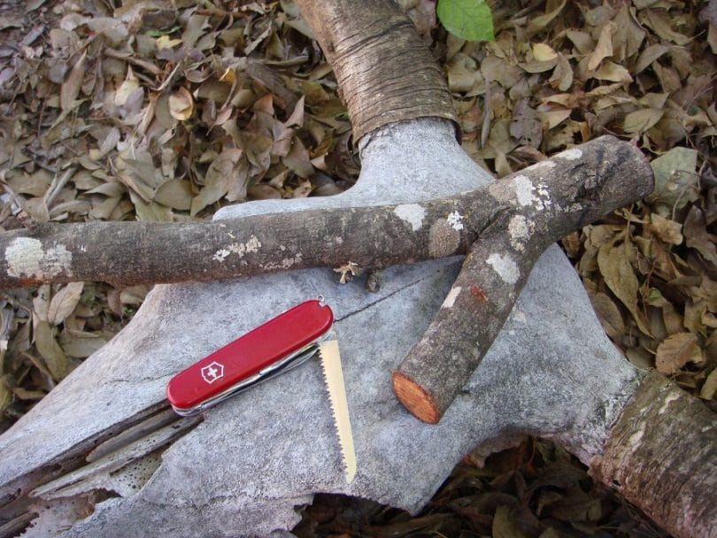 Buying or making bushcraft tools
