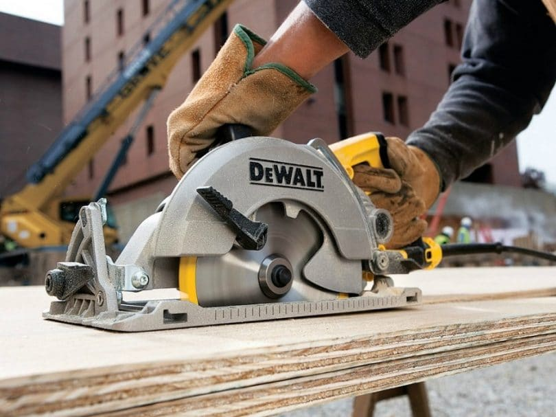 DEWALT DWE575SB 7-Inch Circular Saw with Electric Brake