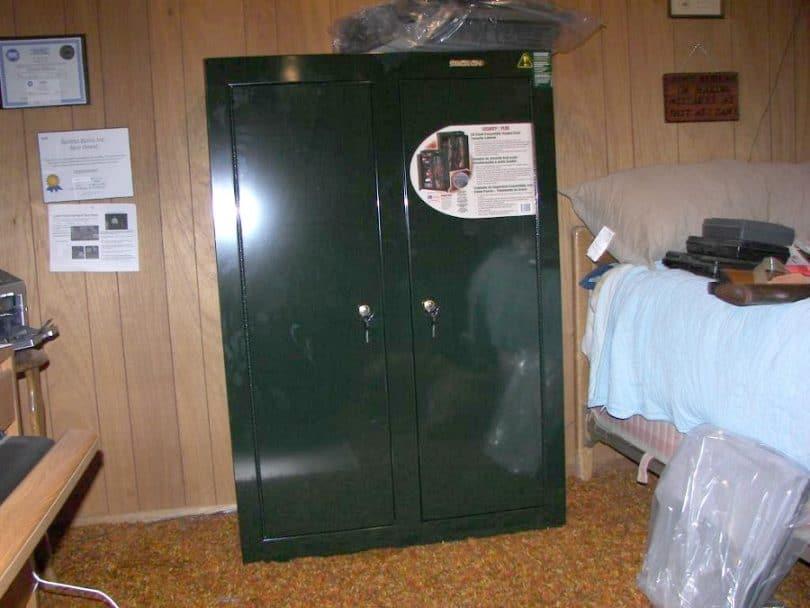 Stack On GCDB-924 10 Gun Double Door Steel Security Cabinet