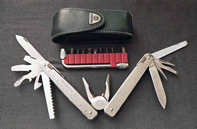 Multi tool knife and pillars