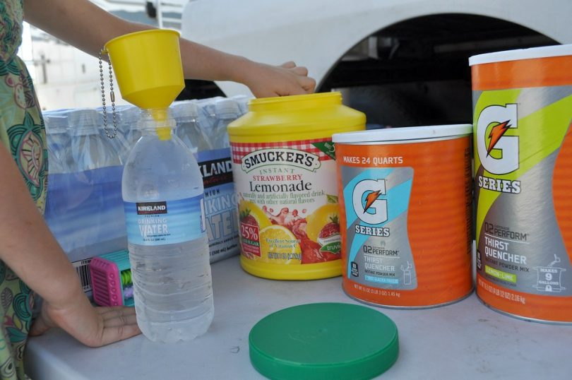 Prepare camping drinks