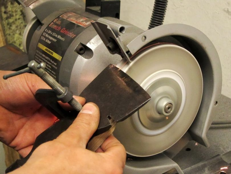Sharpening with an angle grinder safety
