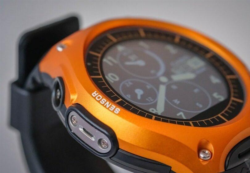 Часы поддерживают gps, защищены от влаги можно без проблем погружать на глубину до 50 метров , отлично мониторят активность, сон, сердечный ритм.